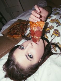 pizza on the bed huh. NO ONE IS THAT STUPID but I guess it's chill you have a pizza shirt I guess you dont care