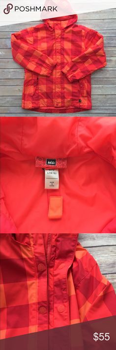 REI: Tangerine Ski/Board Jacket. REI  Size:  Girls 14-16 (L)  Tangerine/Orange Block Pattern Ski/Board Jacket  in excellent condition!   His bright vibrant block pattern jacket is so pretty in person. It was worn only a few times before it was outgrown.   I will package perfectly and with love.  Non-smoking home. REI Jackets & Coats