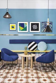 Yellow Wall Decor, Yellow Walls, Memphis Design, Colorful Interior Design, Colorful Interiors, Conception Memphis, Spanish Design, Himmelblau, Lounge