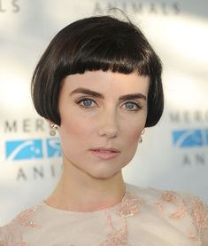 ideas when growing out bangs ideas for hair hairst. ideas when growing out bangs ideas for hair hairstyle ideas hairstyle ideas ideas for office Short Bobs With Bangs, Bob Haircut With Bangs, Short Hairstyles For Thick Hair, Short Bob Haircuts, Medium Bob Hairstyles, Short Hair Cuts, Cool Hairstyles, Short Hair Styles, Bangs Hairstyle