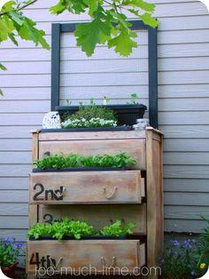 Vertical planter boxes elegant about vertical gardening pint Garden Diy On A Budget, Easy Garden, Planter Boxes, Planters, Scrap Wood Crafts, Outside Room, Vertical Planter, Pinterest Garden, Wood Scraps