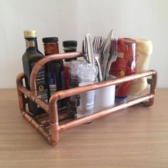 Cu Copper pipe condiment caddy & cutlery holder is handmade from copper pipe. This stylish, eye Condiment Holder, Cutlery Holder, 15mm Copper Pipe, Kitchen Roll Holder, Bbq Gifts, Sauce Barbecue, Copper Lamps, Copper Pots, Diy Pipe