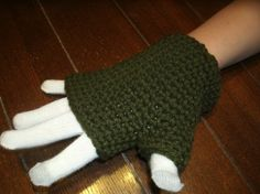Green and white touch screen gloves -- Ready to ship  #CreationsByMaris