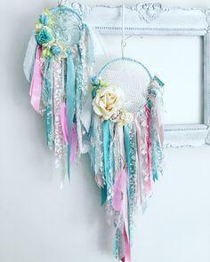 Doily Dream Catchers, Dream Catcher Craft, Dream Catcher Tattoo, Dream Catcher Boho, Cute Crafts, Yarn Crafts, Doilies Crafts, Dream Catcher Native American, Embroidery Hoop Crafts