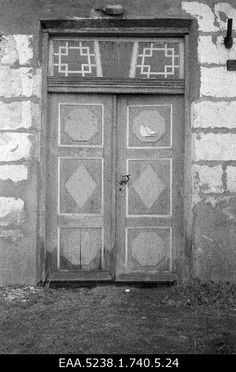 one of the doors at the old Schulmann estate in 15 years after the family was expelled Old Family Photos, Old Photos, 15 Years, Old Things, Doors, Places, Old Pictures, 15 Anos, Vintage Photos