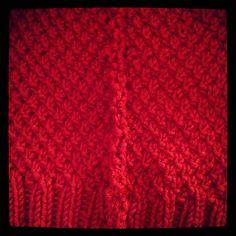 På begäran, här kommer mönstret på mössan. (med reservation för att jag inte har så mycket erfarenhet av mönsterförfattning ;) ) Lägg upp 106 maskor. Jag använde stickor nr 5 men jag stickar superh… Knitted Hats, Blanket, Knitting, Crochet, Threading, Deco, Tricot, Knit Caps, Breien