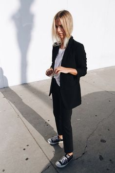 mejuki: Mija classy minimal #allblackclothing #blackandwhite #minimalism
