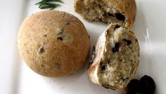 Olive and Rosemary Bread Roll Recipe – Makeup and Macaroons Oliven-und Rosmarin-Brötchen-Rezept – Make-up und Makronen Bread Recipes, Vegan Recipes, Vegan Food, Rosemary Bread, Olive Bread, Savory Snacks, Bread Rolls, Rolls Recipe, Quick Bread