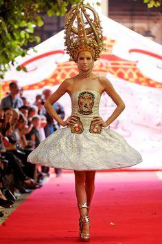 Au Aura Tout Vu Fall 2012 Couture