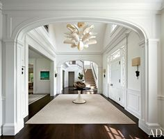 Contemporary Entrance Hall by Shelton, Mindel & Associates and Robert A.M Stern in East Hampton, New York