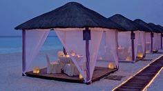 Beach cabana dining