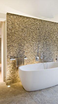 31 pretty unique modern bathroom interior decoration ideas to give you a peaceful bath time 8 Dream Bathrooms, Beautiful Bathrooms, Master Bathroom, Bathroom Modern, Light Bathroom, Master Baths, Bathroom Wall, Gold Bathroom, Bathroom Ideas