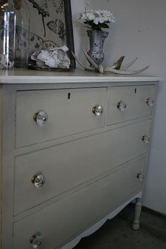 Loot: Chalk Paint® Gallery - ASCP Country Grey and Old White.