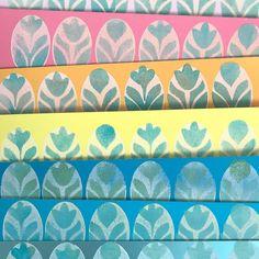 Eierblumen und glänzende Osterkarten   Mustermittwoch 318 – Müllerin Art Studio Stamp Printing, Quilts, Blanket, Abstract, Artwork, Studio, Metallic Tops, Paint Background, Floral Patterns