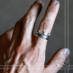 Mens Crown Ring – Choose your metal – Royal Wedding Ring – Sterling Silver, yellow white and rose gold palladium and platinum Anillo de corona para hombre Elija su anillo de boda real de metal Cleaning Silver Jewelry, Gold Jewelry, Diamond Jewelry, Glass Jewelry, Ring For Boyfriend, Male Crown, King Ring, Dolphin Jewelry, Couple Jewelry