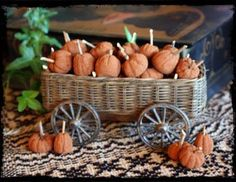 Prim Little Pumpkins Cinnamon Dough Recipe 1 cups ground cinnamon 1 cup unsweetened applesauce cup white glue, such as Elmers Harvest Crafts, Autumn Crafts, Pumpkin Crafts, Thanksgiving Crafts, Holiday Crafts, Holiday Decor, Primitive Pumpkin, Primitive Crafts, Primitive Christmas