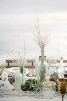 These seaside wedding centerpieces are perfect for a romantic and natural beach wedding. Click through for more inspiration!