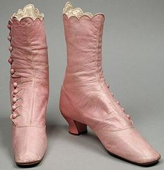 Pink button-top boots, c. 1868 <> (the vintage lady, victorian) Vintage Outfits, Vintage Shoes, Vintage Accessories, Vintage Dresses, Vintage Pink, Vintage Purses, Victorian Shoes, Victorian Fashion, Vintage Fashion
