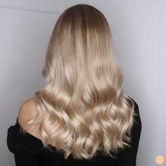 Blonde Hair Shades, Blonde Hair Looks, Champagne Blonde Hair, Queen Hair, Balayage Hair, Pretty Hairstyles, Dyed Hair, Hair Inspiration, Hair Makeup
