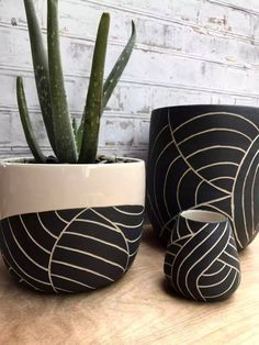 MADE TO ORDER - Mid-size black leaf carved ceramic planter - modern wheel thrown pottery planter - modern ceramics - minimalist pottery MADE TO ORDER Medium black and white leaf carved planter Pottery Patterns, Pottery Designs, Pottery Painting, Ceramic Painting, Black And White Leaves, White Leaf, Large Ceramic Planters, Cerámica Ideas, Gift Ideas