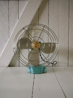 love this vintage fan! a must have!!!