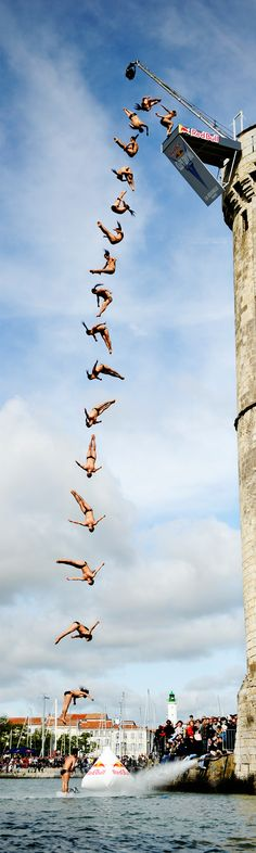 Cliff Diving La Rochelle - Funny Sports - - Three seconds to do what? The post Cliff Diving La Rochelle appeared first on Gag Dad. Extreme Photography, Sport Photography, Photography Poses, Beach Volley, Foto Fun, Cliff Diving, Kayak, World Of Sports, Sports Art