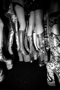 Backstage pros Kevin Tachman and Driely S. are behind the scenes at New York Fashion Week shooting all the top shows. 70s Inspired Fashion, 70s Fashion, 80s Disco Fashion, Dr Shoes, Me Too Shoes, Funky Shoes, Cute Shoes, New York Fashion, Outfit 2017