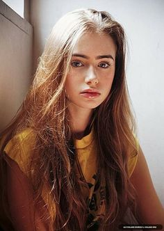 Portrait Photography Inspiration Picture Description Lily Collins as Teegan Oakley.The energy around us seems to swirl and dance as I close my eyes in Lily Collins, Lilly Collins Hair, Pretty People, Beautiful People, Beautiful Pictures, Foto Pose, Grunge Hair, Pretty Face, Straight Hairstyles
