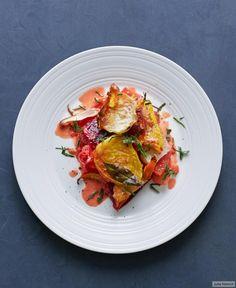 Allerlei Beten und Wurzeln, Sellerie, Süßkartoffeln und Möhren backen in einer schmeichelnden Sahnecreme. Darüber bringt Gruyère beim Überbacken Würze aufs Gemüse. Petersilie hübscht mit au