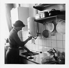 My Oma had a kitchen just like this Retro Pictures, Old Pictures, Vintage Country, Retro Vintage, Women In History, Sweet Memories, My Memory, Vintage Kitchen, Homemaking