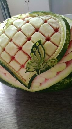 Watermelon Art, Watermelon Carving, Fruits Decoration, Fruit Buffet, Fruit Creations, Creative Food Art, Fruit And Vegetable Carving, Food Carving, Food Gallery