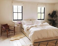 White cozy bedroom pintrest living room designs and decoration brown Cozy Bedroom, Home Decor Bedroom, Bedroom Ideas, Master Bedroom, Bed Ideas, White Bedroom, Bedroom Inspo, Bedroom Inspiration, Dream Bedroom