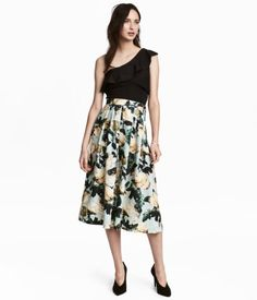 Mint green/floral. Calf-length skirt in thick, woven fabric with a printed pattern. Pleats at top and concealed zip at side.
