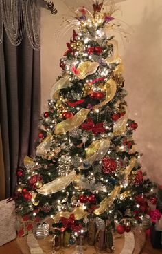 Gold And Silver Christmas Trees, Elegant Christmas Trees, Colorful Christmas Tree, Beautiful Christmas, Christmas Tree Decorations Ribbon, Christmas Tree Themes, Noel Christmas, Christmas Tree Inspiration, 242