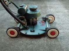 Exceptional Old Lawn Mowers Vintage Lawn Mower Push Lawn Mower, Lawn Mower Tractor, Small Tractors, Vintage Gardening, Outdoor Tools, Antique Tools, Small Engine, Lawn And Garden, Vintage Ads