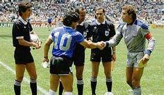 Diego Maradona and Peter Shilton, Argentina vs England, World Cup 1986 ...   El arquero que sale en las fotos...