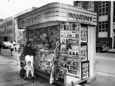 Pirie St Adelaide, 1970 — a woman with a baby in a stroller buys a copy of The Advertiser from one of then-common newspaper stands. Adelaide Cbd, Adelaide South Australia, Newspaper Stand, Streamline Art, Amazing Pics, Vintage Photography, Historical Photos, Old Photos, Around The Worlds