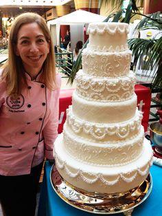 Bolo de Noiva decorado com glacé real <3 Wedding Cake decoration with royal icing <3 Julie Deffense <3 www.cake.pt