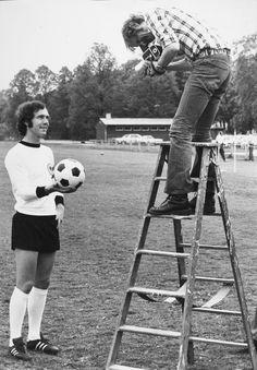 Franz Beckenbauer - World Cup 1974 Football Pictures, Sports Photos, Soccer Stars, Football Soccer, Fifa, Soccer Images, Sir Alex Ferguson, Sports Fanatics, Football Memorabilia