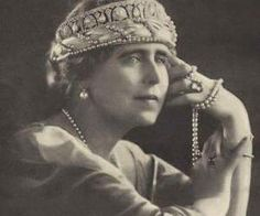 Queen Marie of Romania in diamond & pearl tiara with a sort of pearl net bandeau beneath it. I'm developing quite a fondness for Marie & her taste in headgear. Royal Crown Jewels, Royal Crowns, Royal Tiaras, Tiaras And Crowns, Head Jewelry, Royal Jewelry, Jewellery, Royal Brides, Royal Weddings