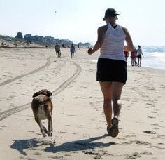 6 Benefits of Jogging with your Dog. It is always great to share time and activities with your pet. Once of the advantages of adopting a dog is that you can take long walks with him and. Rottweiler, Pitbull, Education Canine, Buddy Workouts, Cesar Millan, Kinds Of Dogs, Dog Behavior, Dog Care, Dressage