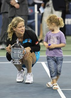 Definitely a cool tennis mom! Retired in then had a child, and came back and won the 2009 USA Ladies Open Singles Tennis Championship. Wta Tennis, Sport Tennis, Kim Clijsters, Tennis Live, Tennis Players Female, Tennis Championships, Comebacks, Daughter, Hero