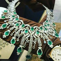 @mm_mucevhermagazin Diamonds emeralds necklace.
