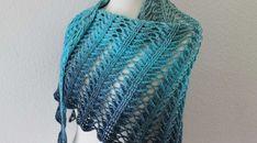 Laurelin …und wieder ein neues Tuch von Jasmin Räsänen | AnneluM Crochet Vest Pattern, Crochet Motif, Crochet Shawl, Diy Crochet, Knitting Stitches, Knitting Patterns, Crochet Patterns, Craft Patterns, Baby Patterns