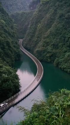 Pontoon Bridge in the Hubei Province in China Südamerikanische Reiseziele Pontoon Bridge in the Hubei Province in China Beautiful Roads, Beautiful Places To Travel, Cool Places To Visit, Wonderful Places, Beautiful Landscapes, Heavenly Places, Nature Photography, Travel Photography, Photography Photos