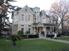 Trisha Romance home in Niagara on the Lake and she happened to be there the day we were there.