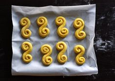 Lucia day with special saffron buns called Lussekatter or Lussebullar. Swedish Christmas Food, Pearl Sugar, Saint Lucia, Egg Wash, Ober Und Unterhitze, Dry Yeast, Ceramic Bowls, Yule, Cinnamon Rolls