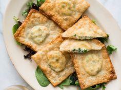 Crispy Wonton Pea and Ricotta Ravioli | Quick and best wonton ravioli recipe or ravioli appetizer recipe filled with sweet peas, ricotta cheese and fresh thyme.