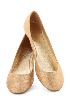 Real Go-Glitter Flat. Everyone we ask says your ambition is unrivaled, and your fashion sense matches in classiness! #gold #prom #modcloth