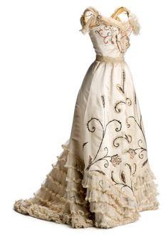 """Evening dress, 1900′s From the Museo del Traje via EFE Estilo http://fripperiesandfobs.tumblr.com/post/120568989077/evening-dress-1900-s-from-the-museo-del-traje-via"" (quote)"